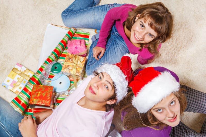 Счастливые подростки стоковая фотография rf