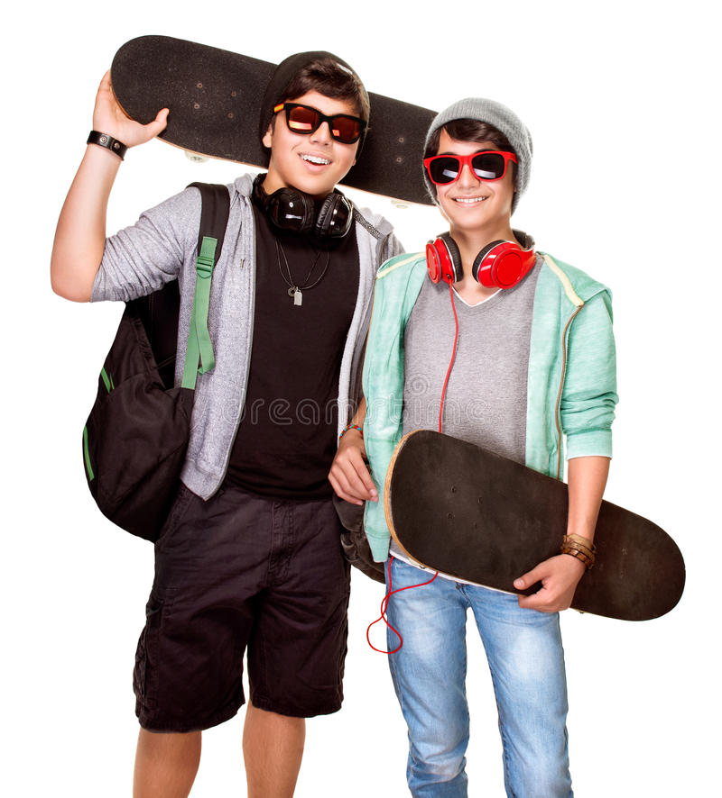 счастливые скейтбордисты стоковые изображения rf