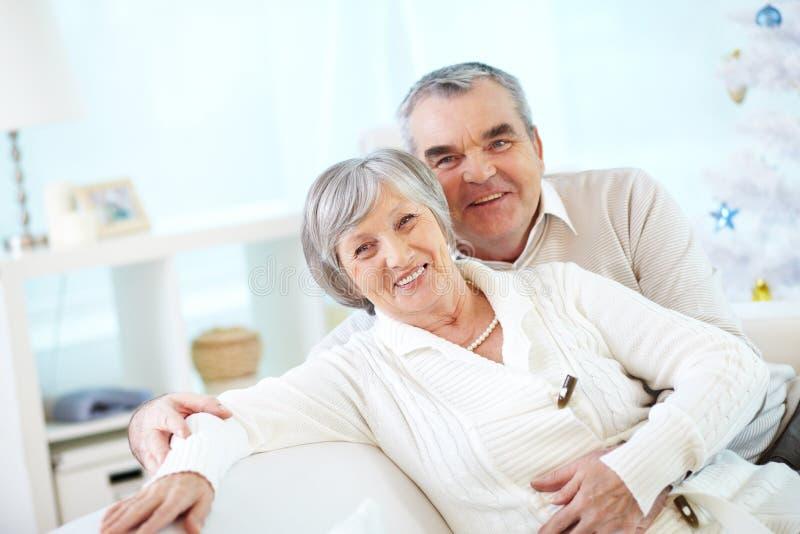 Счастливые старшие супруги стоковое изображение rf