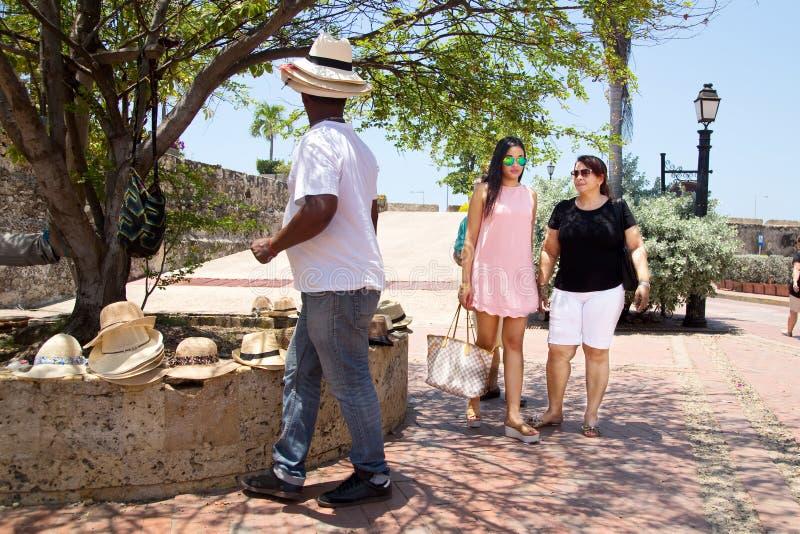 Счастливые туристы в Cartagena стоковые изображения
