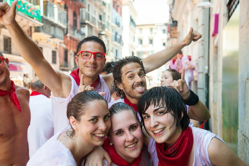 Счастливые люди на Сан Fermin стоковая фотография