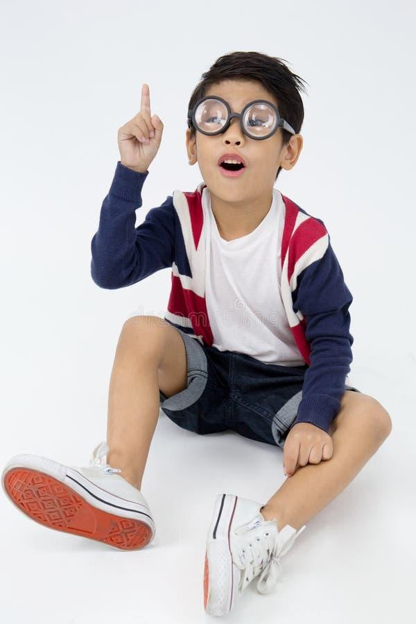 Счастливый азиатский милый мальчик с стороной улыбки стоковые фотографии rf
