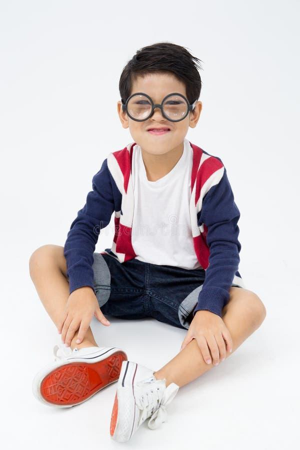 Счастливый азиатский милый мальчик с стороной улыбки стоковые изображения