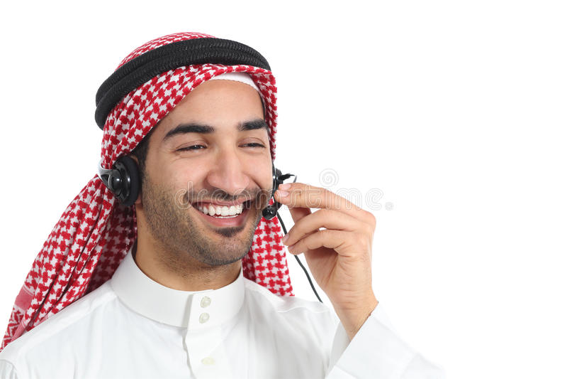 Счастливый арабский саудовский присутствовать на телефониста эмиратов стоковое фото rf