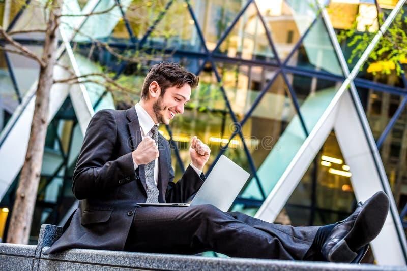 Счастливый бизнесмен стоковые фотографии rf