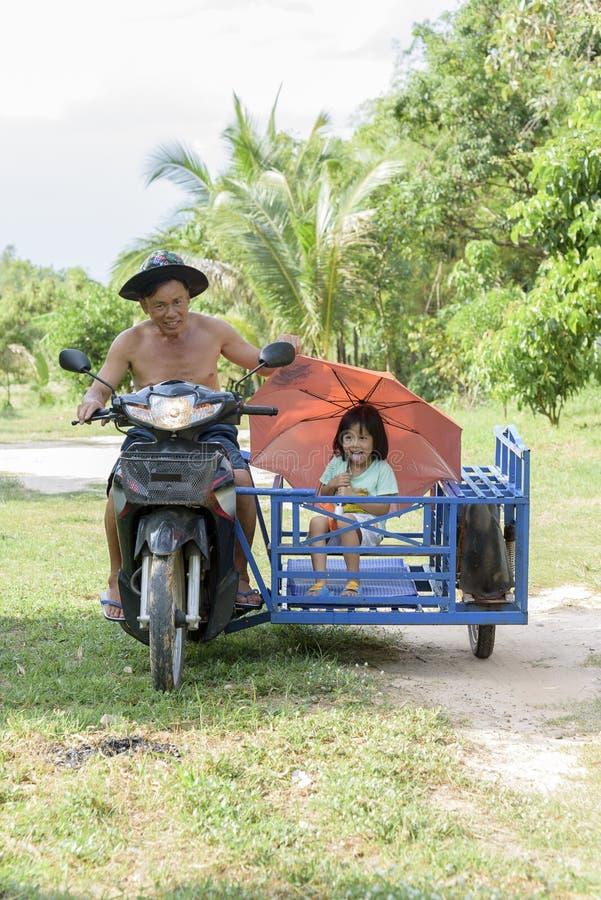 Счастливый велосипед стоковые изображения