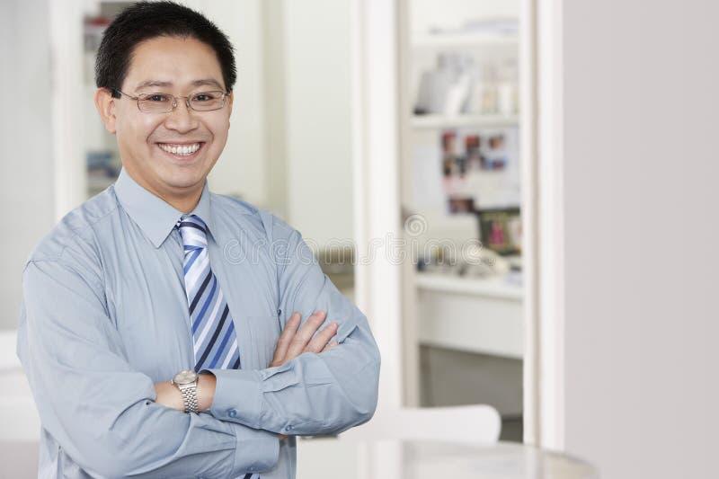 Счастливый зрелый бизнесмен стоковое изображение rf