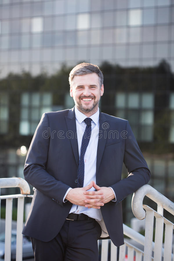 Счастливый корпоративный работник стоковое изображение