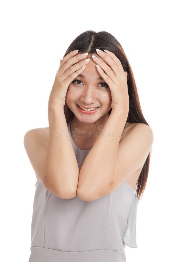 Счастливый красивый молодой азиатский смеяться над женщины стоковые фото