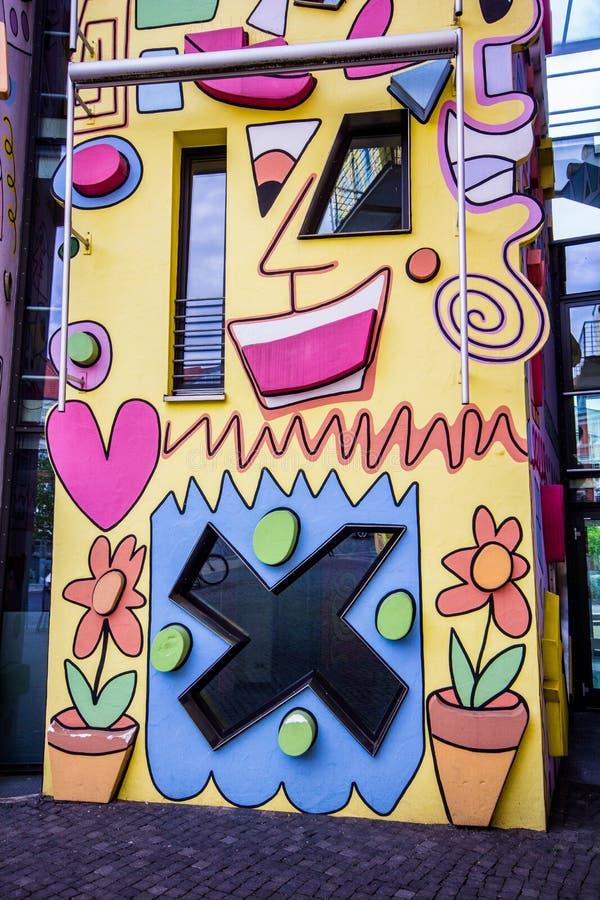Счастливый красочный современный дом стоковые фотографии rf