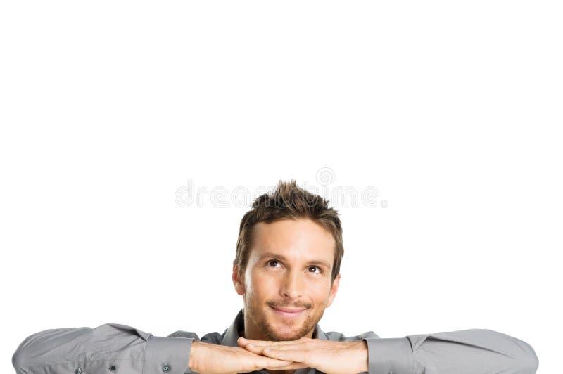 Счастливый мечтать молодого человека стоковые фото