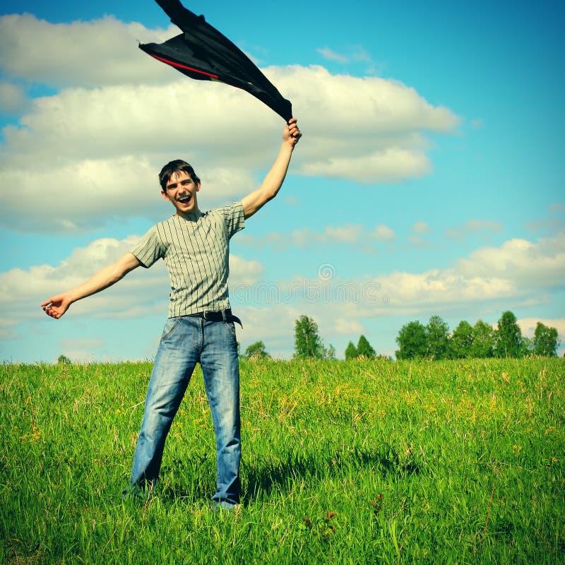 Счастливый молодой человек напольный стоковая фотография rf
