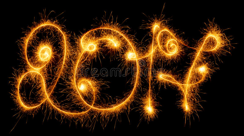 Счастливый Новый Год - 2017 с бенгальскими огнями на черноте стоковая фотография