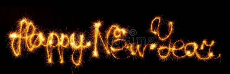 Счастливый Новый Год сделанный sparkles на черноте стоковые изображения rf