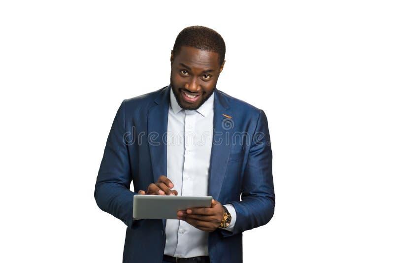 Счастливый предприниматель с цифровой таблеткой стоковая фотография rf