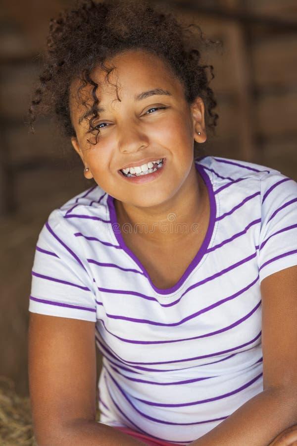 Download Счастливый ребенок девушки смешанной гонки Афро-американский Стоковое Фото - изображение насчитывающей toothy, америка: 33728262