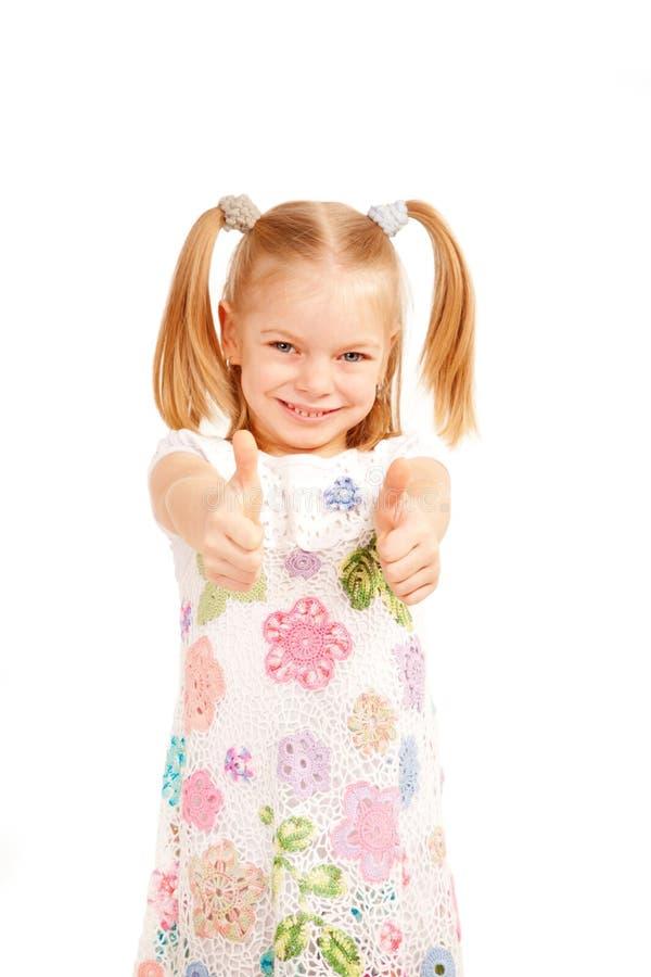 Счастливый ребенок показывая большие пальцы руки вверх показывать. стоковая фотография rf