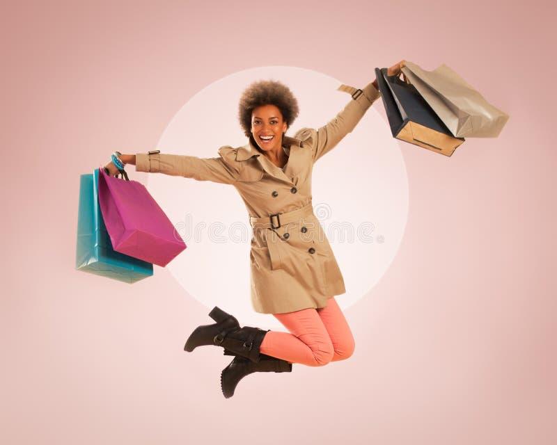 Счастливый скача покупатель стоковые фотографии rf