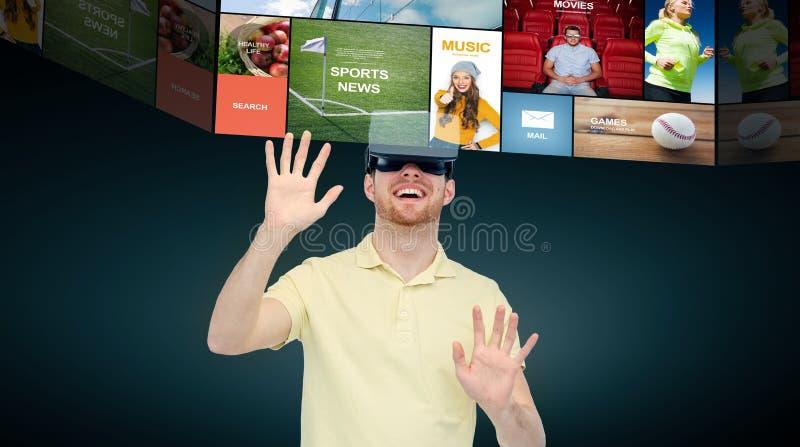 Счастливый человек в шлемофоне виртуальной реальности или стеклах 3d иллюстрация вектора