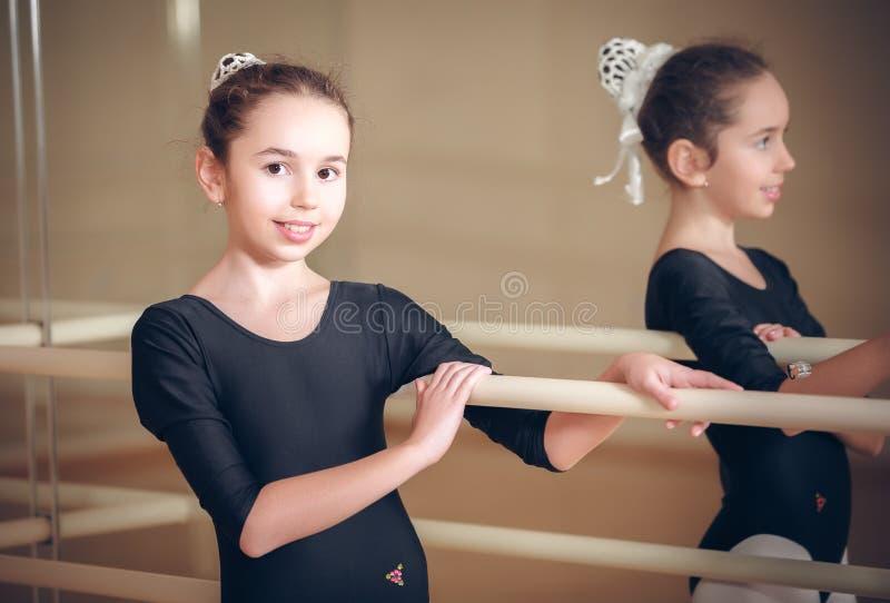 счастливый biracial танцор ребенка стоковое фото rf