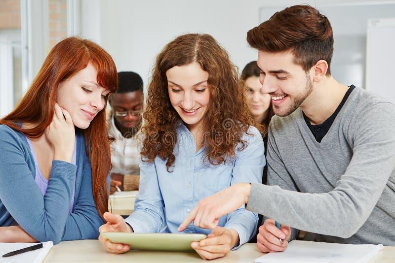 Студенты учя в типе стоковое фото rf