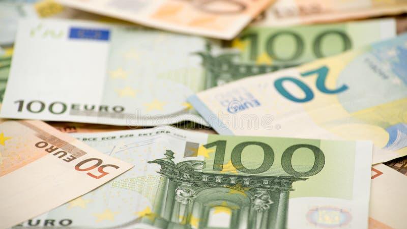 Счеты евро различных значений Счет евро 100 стоковые изображения