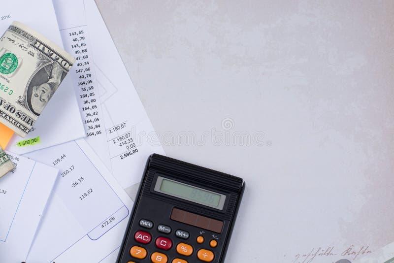 Счеты общего назначения или ипотеки, калькулятор и доллары США - профинансируйте c стоковые фото