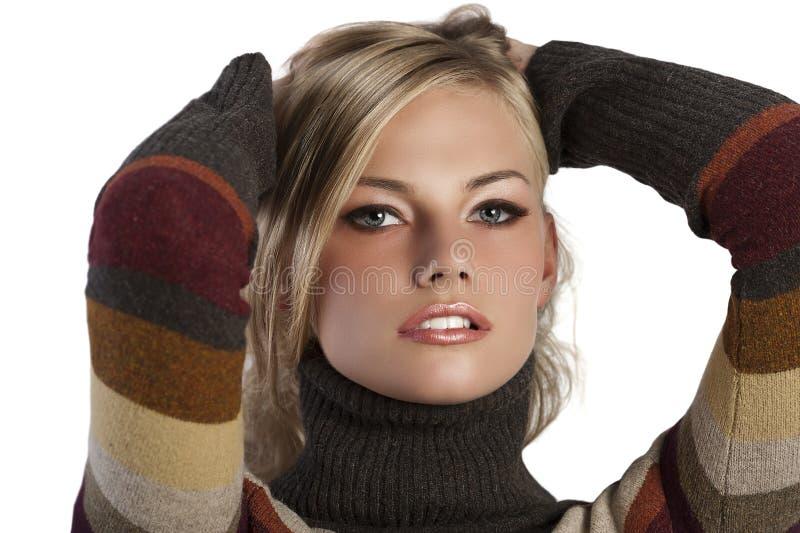 съемка белокурой девушки красотки осени естественная стоковая фотография rf