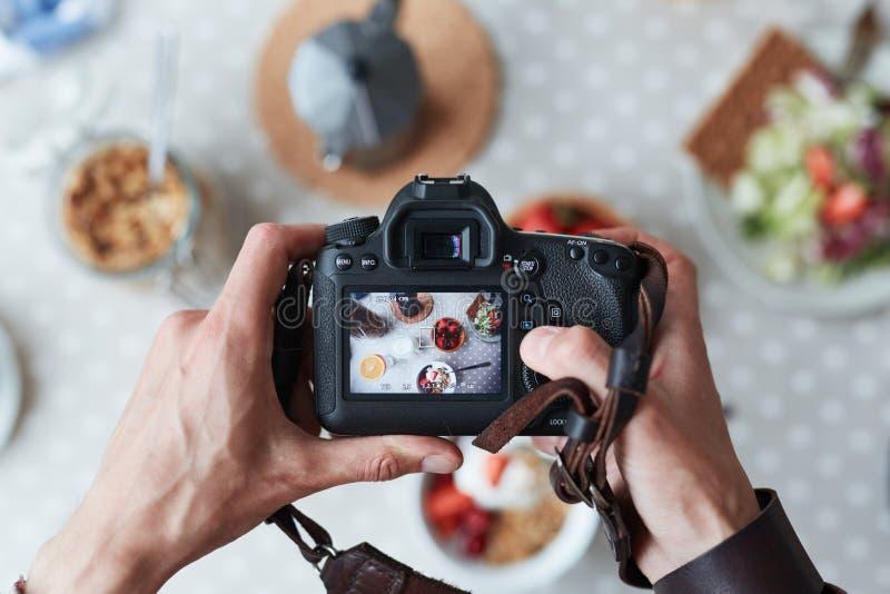 картинки фотографируют еду нас сможете выбрать
