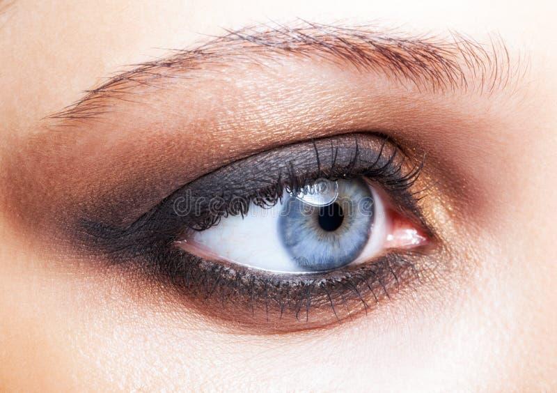 Съемка конца-вверх женского состава глаза стоковые изображения rf