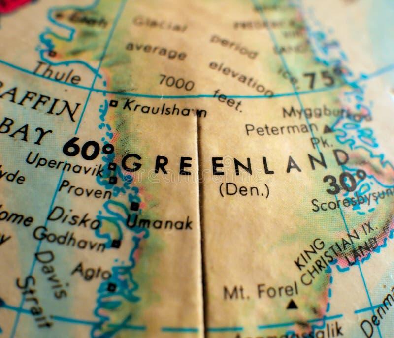 Съемка макроса фокуса Гренландии на карте глобуса для блогов перемещения, социальных средств массовой информации, знамен сети и п стоковые фотографии rf