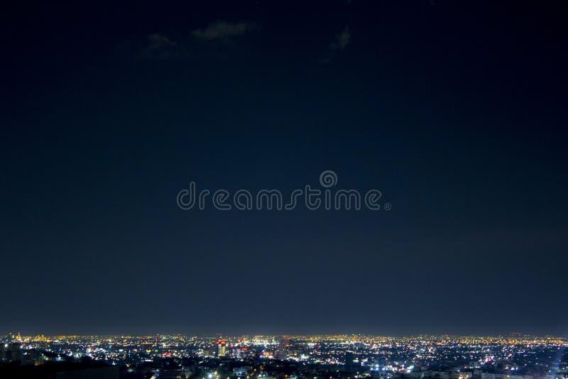 Съемка ночи широкая города Монтеррея, в Nuevo Леоне, Мексика стоковая фотография rf