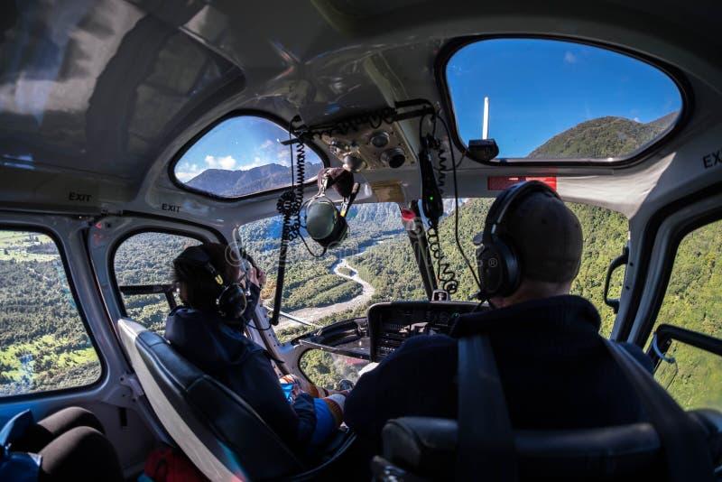 Съемка принятая во время езды вертолета к леднику Fox, Новой Зеландии стоковое фото rf