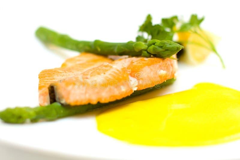 съемка семг лимона aspargus стоковое фото rf