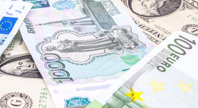 Съемки конца-вверх в евро денег объектива макроса, долларе, банкноте рубля стоковая фотография