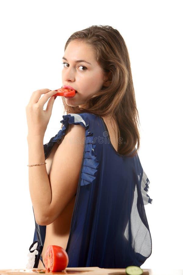 съешьте томат девушки стоковые фото