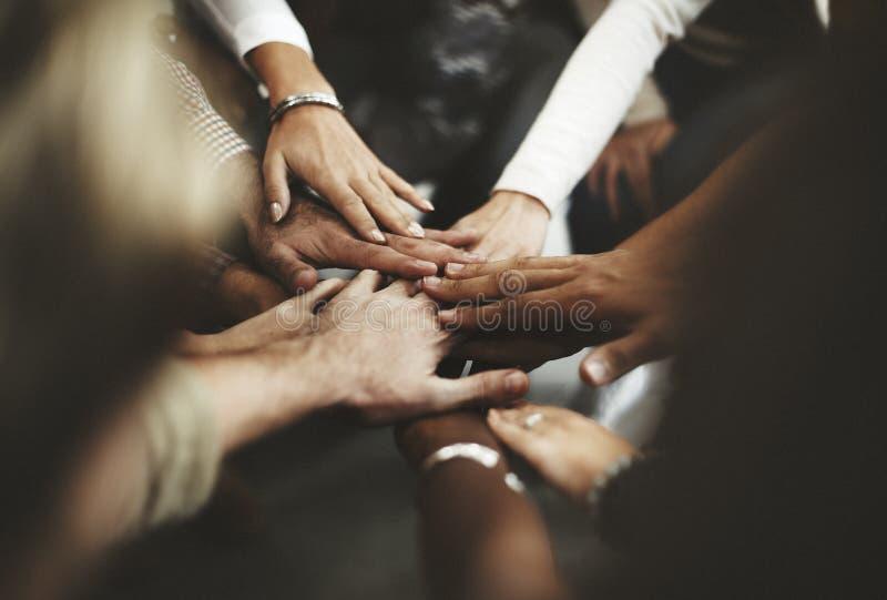 Сыгранность соединяет концепцию поддержки рук совместно стоковое изображение rf