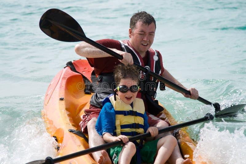 сынок отца kayaking стоковые изображения