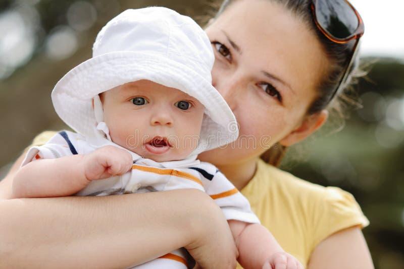 Сын матери и младенца стоковые фотографии rf