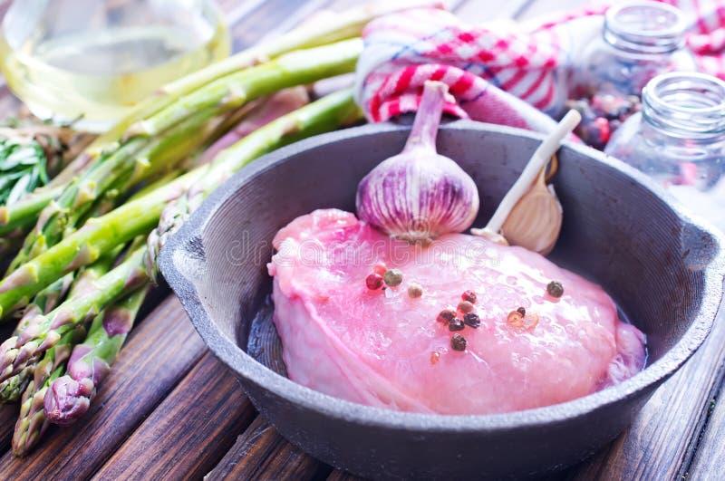 Download Сырое мясо с спаржей стоковое изображение. изображение насчитывающей перец - 41659871