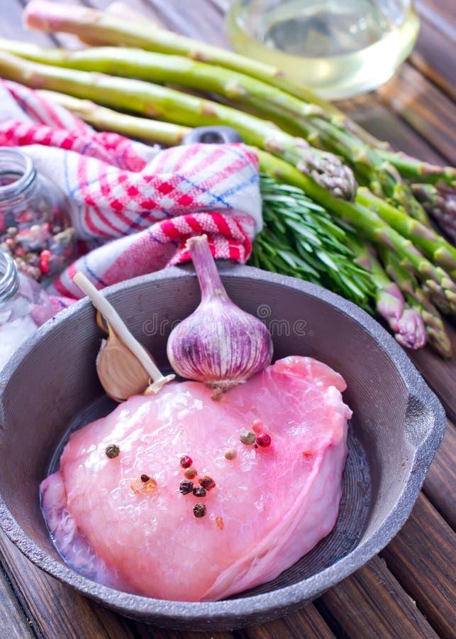 Download Сырое мясо с спаржей стоковое фото. изображение насчитывающей ингридиенты - 41659880