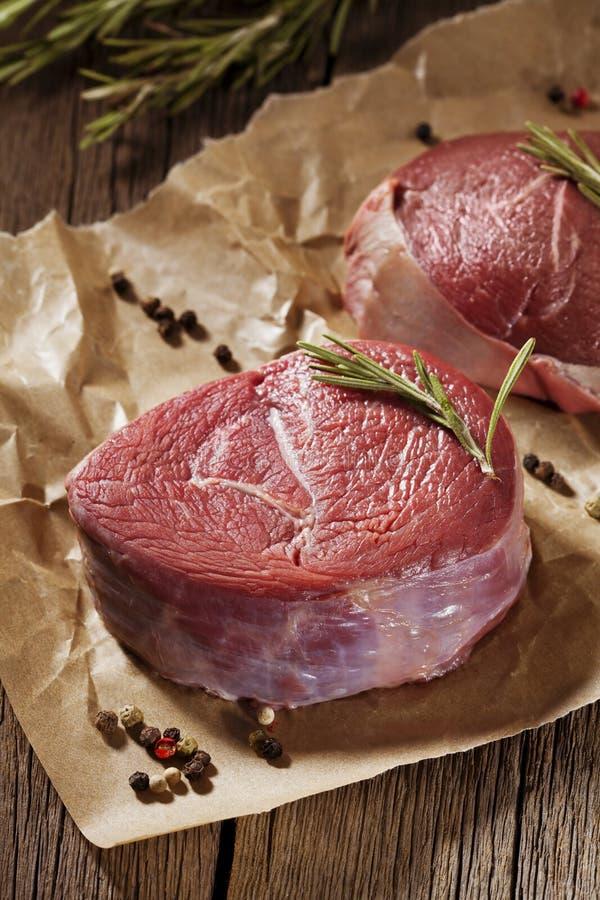 Сырое мясо стоковые изображения rf