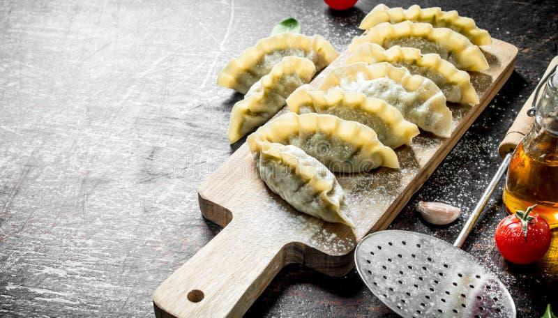Сырцовые вареники gedza с говядиной стоковое фото rf