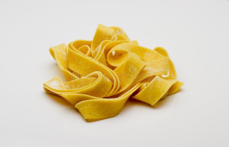 Сырцовые, длинние макаронные изделия tagliatelle стоковое изображение