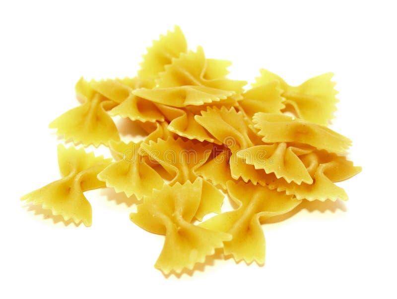 Сырцовые итальянские макаронные изделия на белой предпосылке стоковая фотография