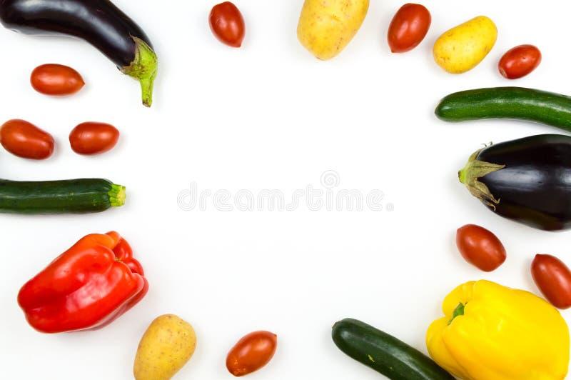 Сырцовые овощи еды изолированные на белой предпосылке с copyspace, стоковые изображения rf