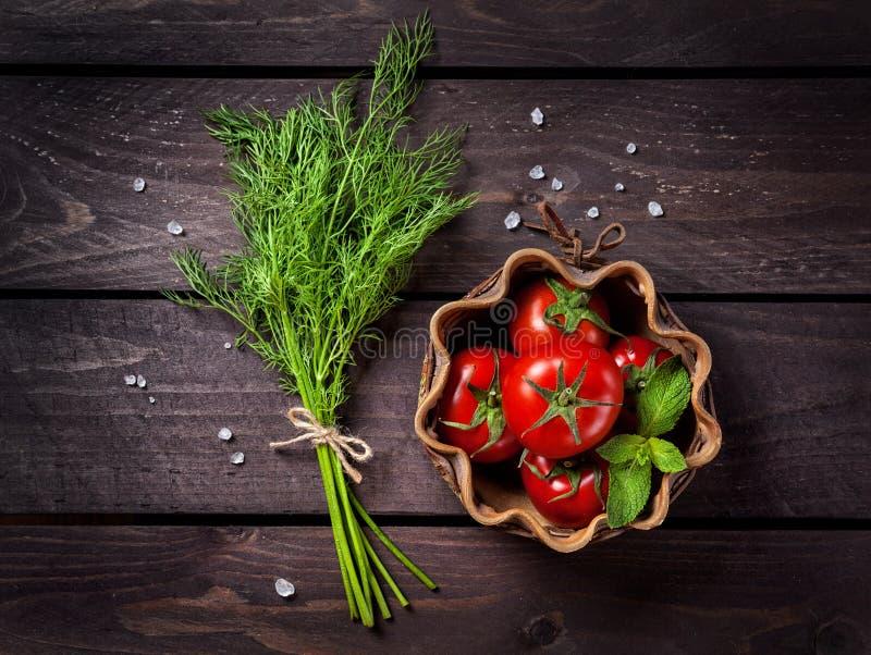 Сырцовые овощи и травы стоковые изображения