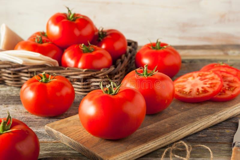 Сырцовые органические красные томаты бифштекса стоковые фотографии rf