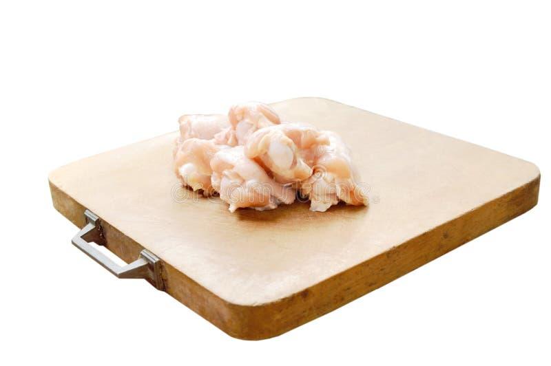 Сырцовые Drumsticks цыпленка на разделочной доске стоковое фото