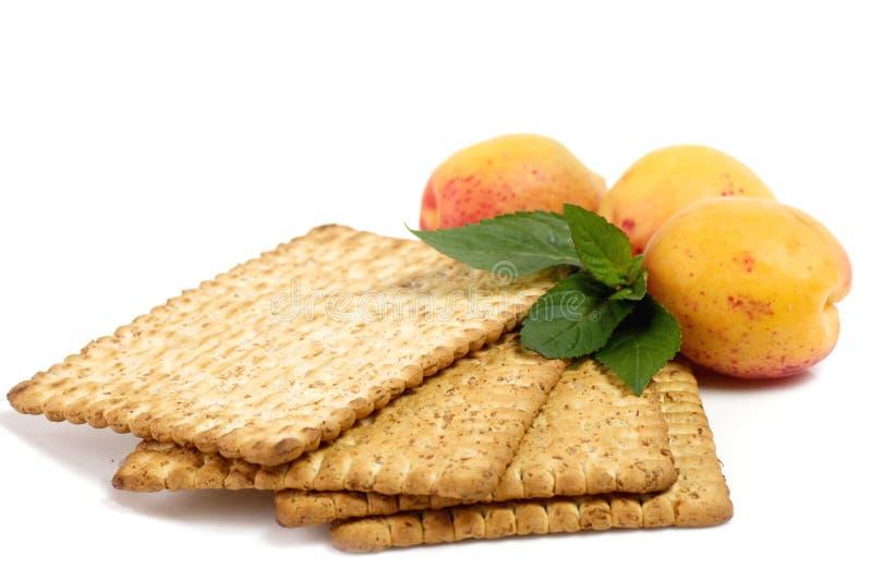 Сырцовый абрикос и вкусный торт стоковые фотографии rf